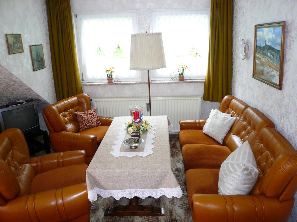 Das Wohnzimmer mit Sitzecke.