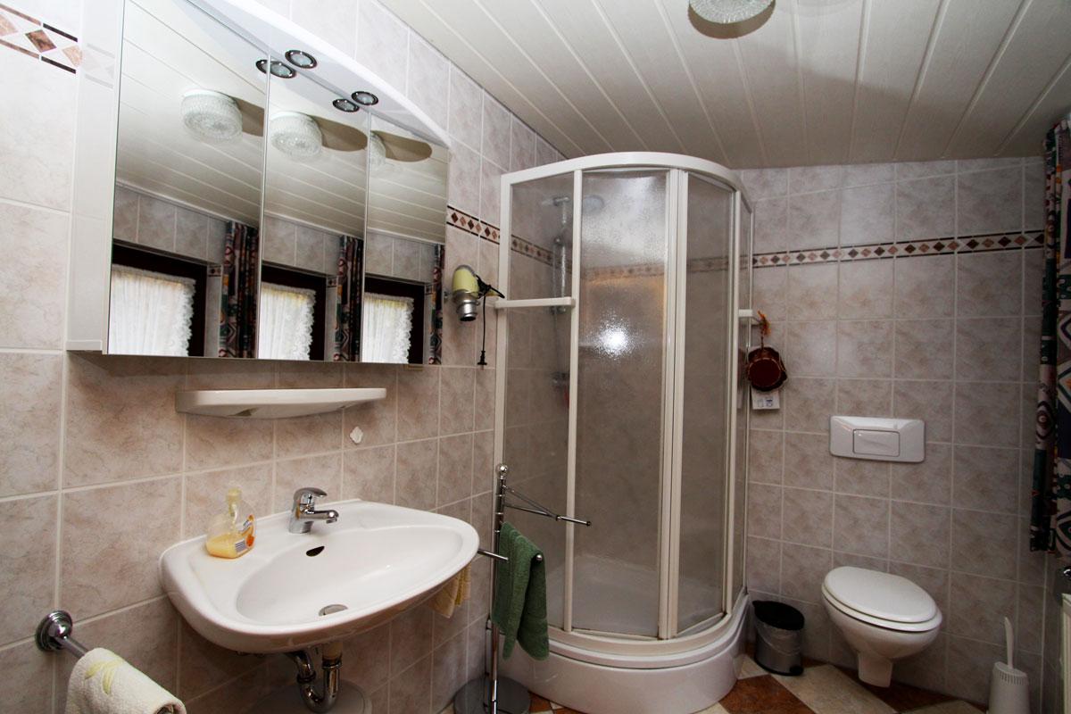 Bad mit Dusche.
